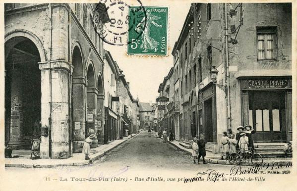 Carte postale ancienne la tour du pin rue ditalie 1900